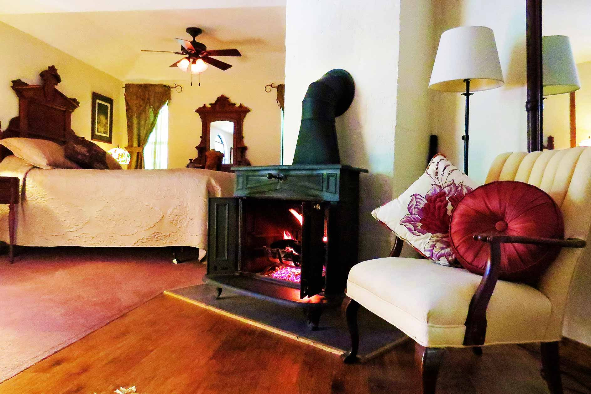 Clifside Suite Cozy Fireplace